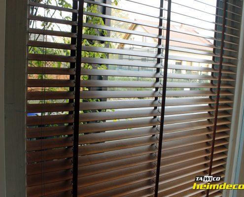 Sonnenschutzlösungen mit Holzjalousien